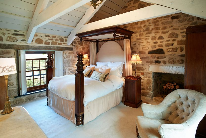 Click here for more about Tregadjack Farmhouse