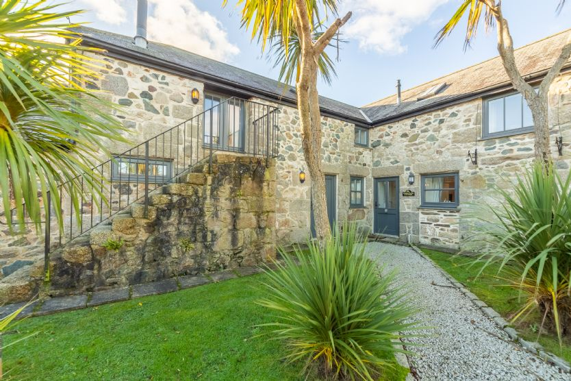 Click here for more about Sunflower Cottage - Gonwin Manor
