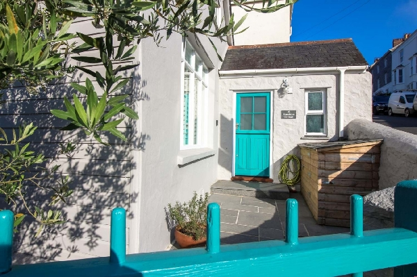 Sunshine Cottage is in Creekside Villages, Cornwall