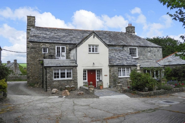 The West Wing at Trevadlock Manor sleeps 5