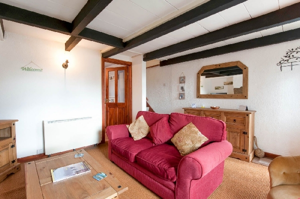 Gribbas Cottage is located in Mid Cornwall