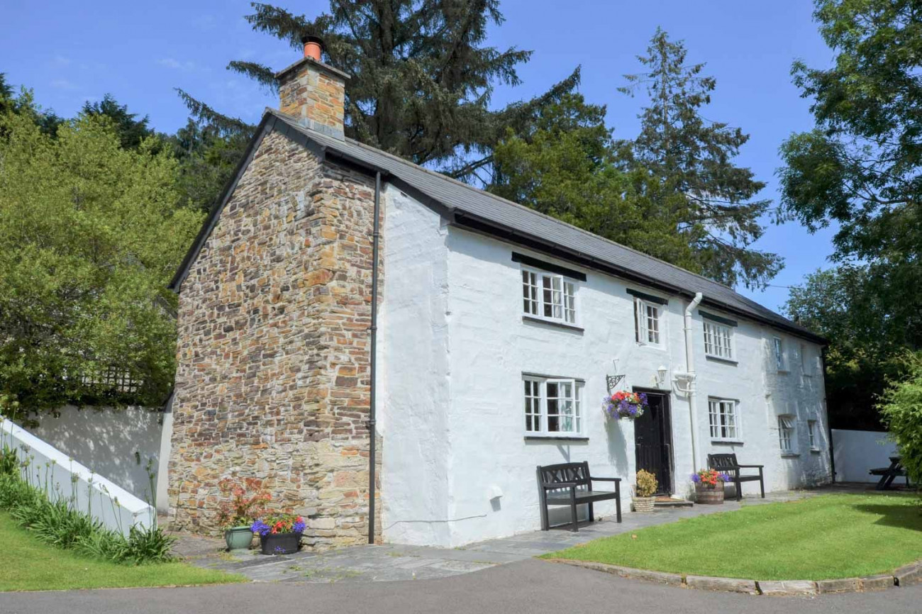Click here for more about Rivermead Farm Cottage