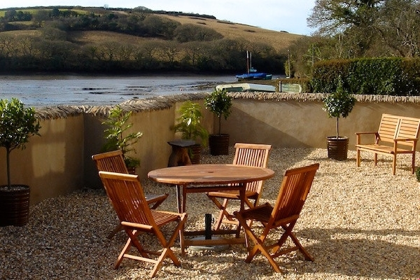 Riverside Cottage price range is from just £604