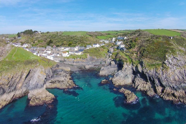 Beach Hill Cottage is located in Portloe