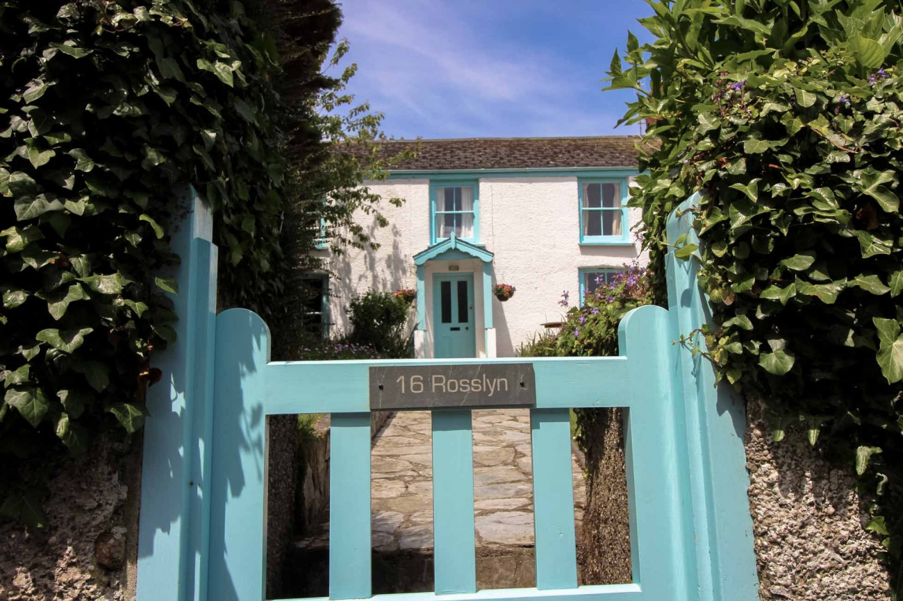 Click here for more about Rosslyn Cottage