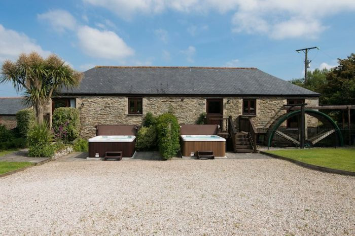 Click here for more about Goonwinnow Farm Cottages