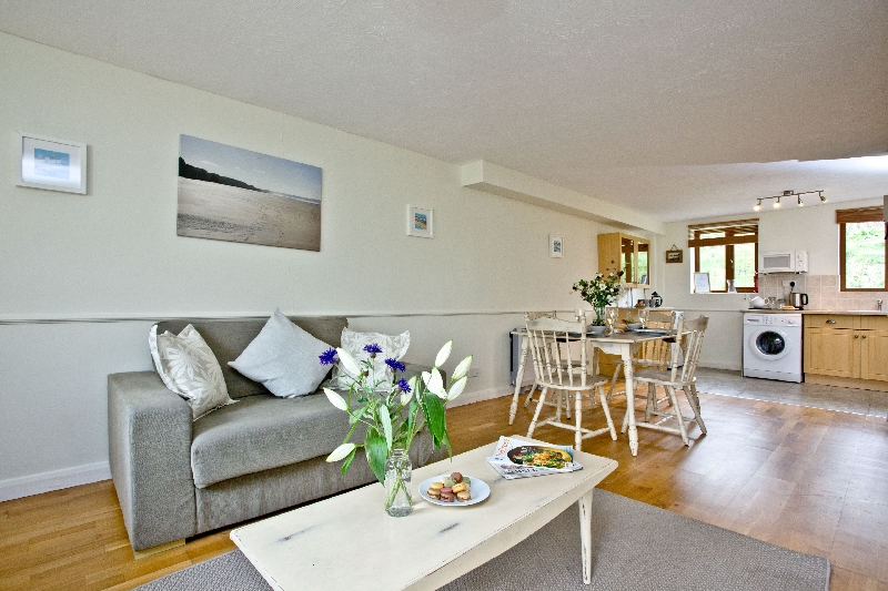 The Cwtch Cottage - East Thorne is located in Bude