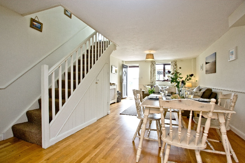 The Cwtch Cottage - East Thorne sleeps 4