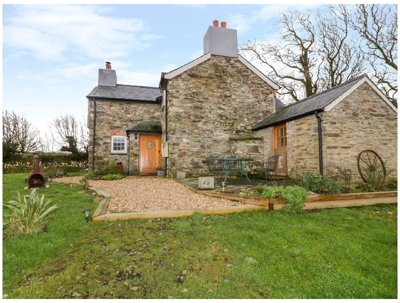 Click here for more about Hallgarden Farmhouse