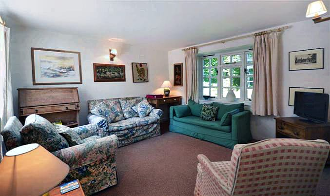 Eastcott Cottage sleeps 8