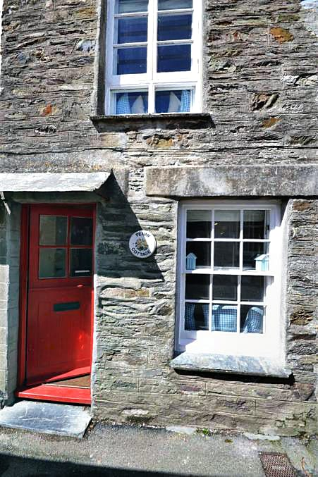 Penny Cottage is located in Polperro