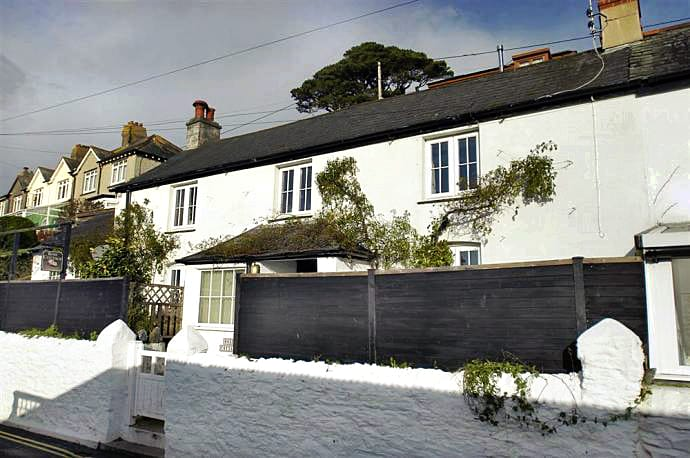 Rose Cottage is located in Downderry