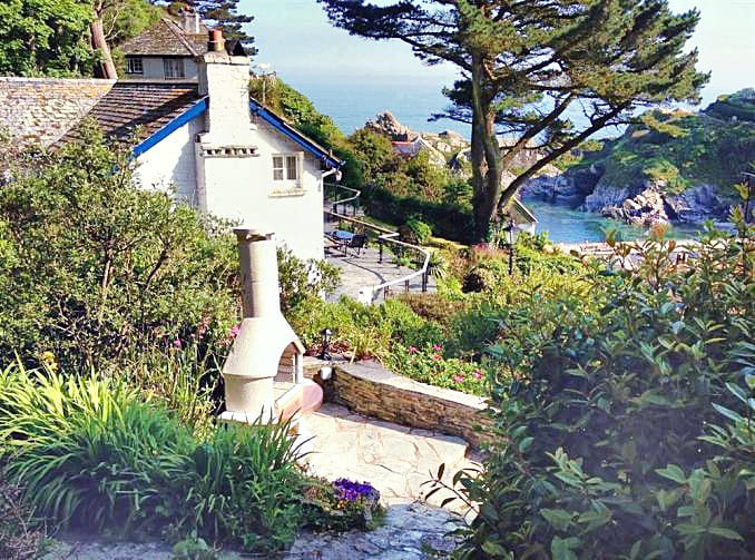 South Sea Cottage is located in Polperro